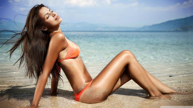 Daytona-Beach-sun-tanning